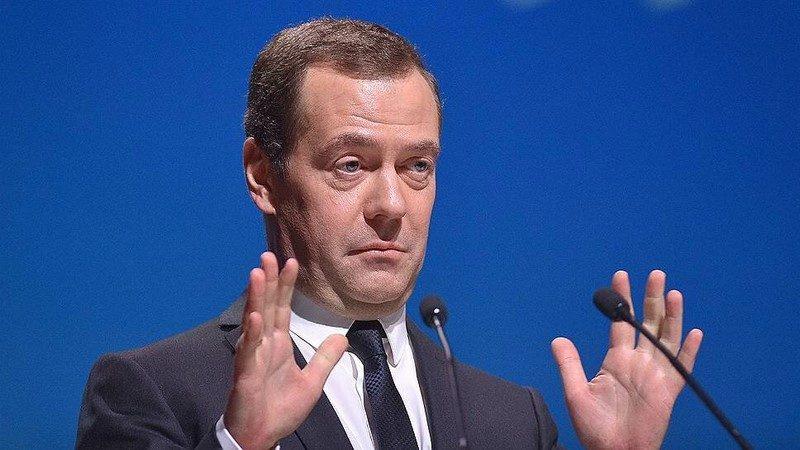 Медведев о ценах на бензин