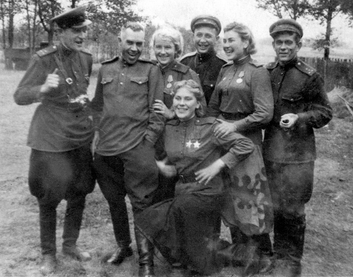Одиночный снайпер Роза Шанина прикрыла собой командира.