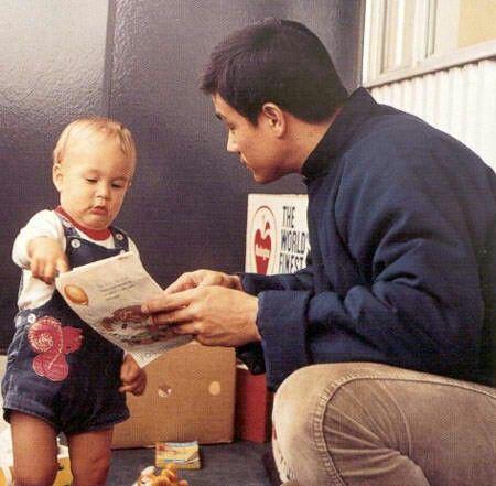 Трогательные семейные фотографии легендарного Брюса Ли. Таким вы его еще не видели!