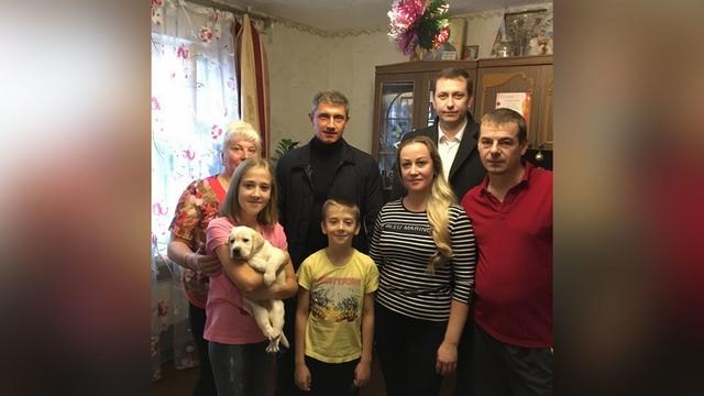 Путин подарил восьмикласснице из Брянской области щенка лабрадора