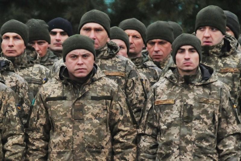 Украинские военные вернули свои медали Порошенко