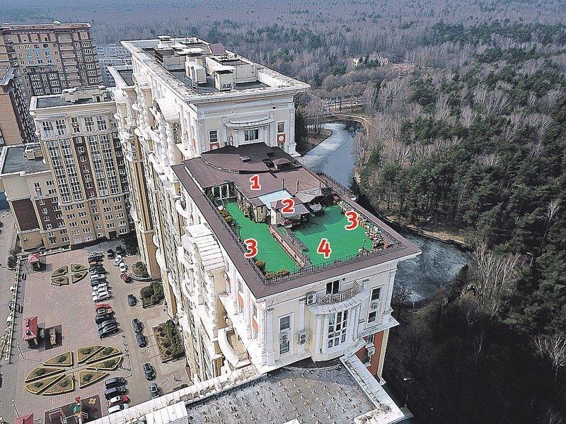 Почти как Карлсон: директор ТСЖ построил виллу на крыше многоэтажки