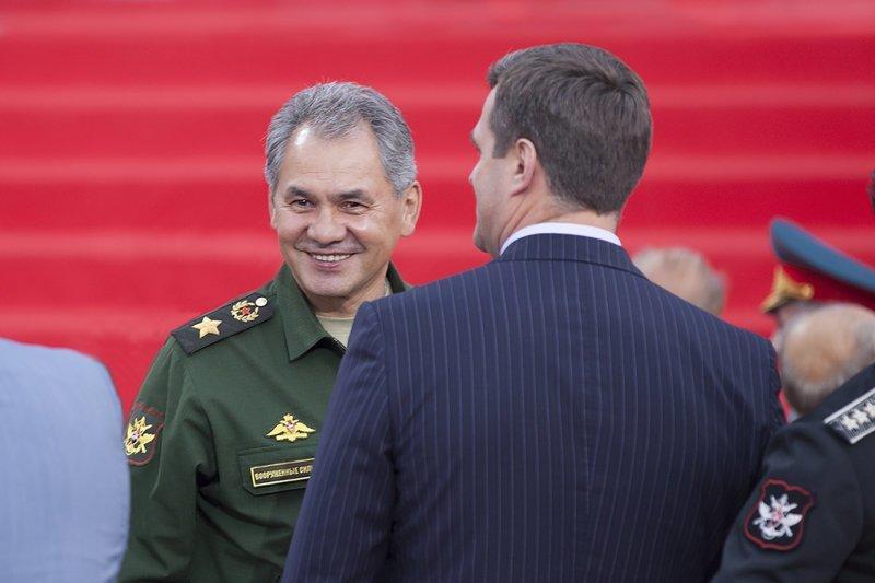 Путин заработал больше, Медведев – меньше: чиновники отчитались в доходах за 2017 год