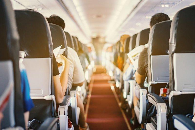 Уплотнить загрузку: российские самолеты оборудуют стоячими местами