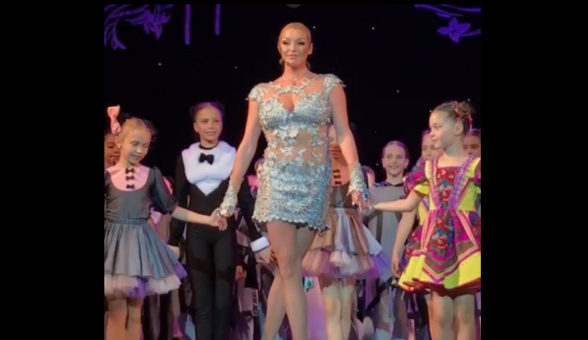 Перепутала стриптиз и утренник: на детский праздник Волочкова пришла в неуместном наряде
