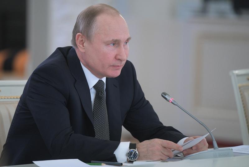 У Путина спросили, почему перед выборами зарплату подняли, а затем понизили