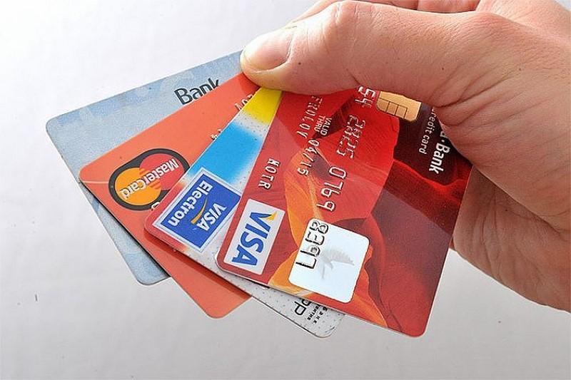 Правительство заблокирует банковские карты россиян