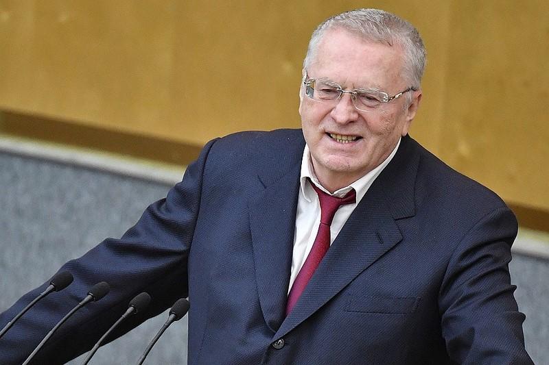 Жириновский, аплодируя пенсионным поправкам Путина, потребовал особо отметить свою позицию