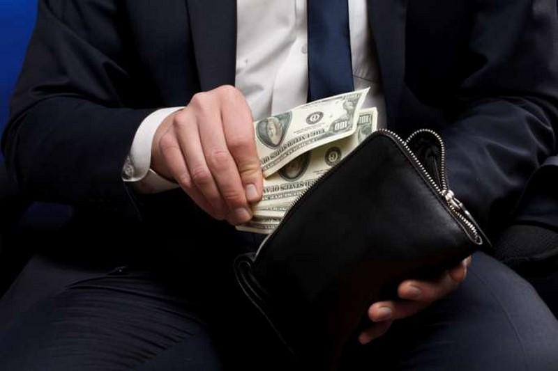 Чиновникам увеличат «материальную мотивацию»