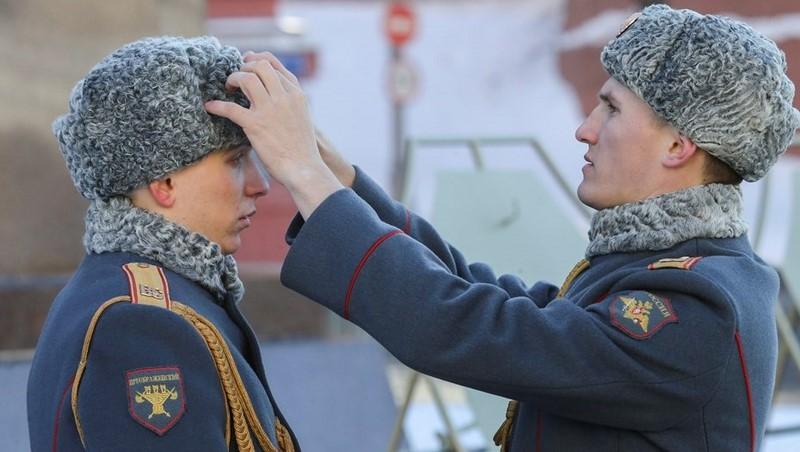 Медведев запретил ушанки и пилотки в армии