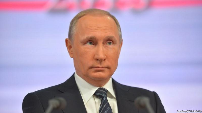Путин заявляет о доверии народа к власти, оппозиция собирает протестный электорат