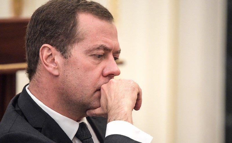 Медведеву указали «на выход» из социальных сетей