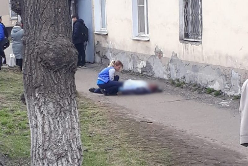 Киллер средь бела дня застрелил подростка в Новокузнецке