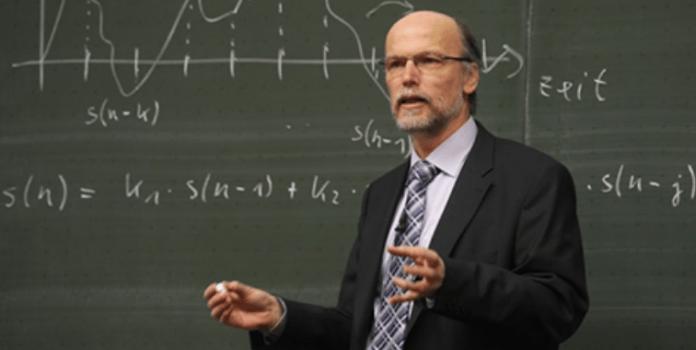 На экзамене по логике профессор задаёт вопрос: — На борту самолета 500 кирпичей. Один кирпич выпал из самолета…