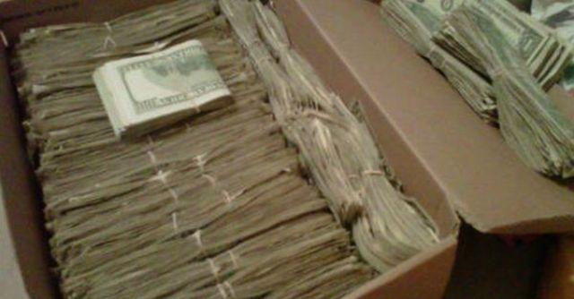 Дедушка нашел 95000 долларов, которые спрятала его жена. Но когда узнал откуда — он был поражен!